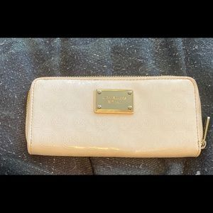 Michael Kors White and Gold Jet Set Wallet